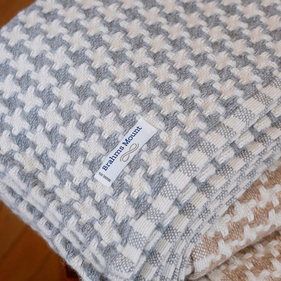 Chunky Houndstooth Day Blanket in Silver/Natural
