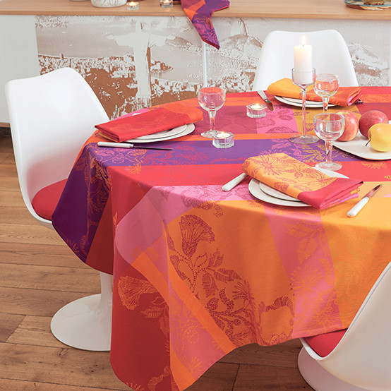 Mille Fiori Coated Tablecloth in Feuillage