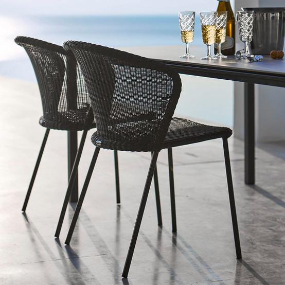 Lean Chair in Black