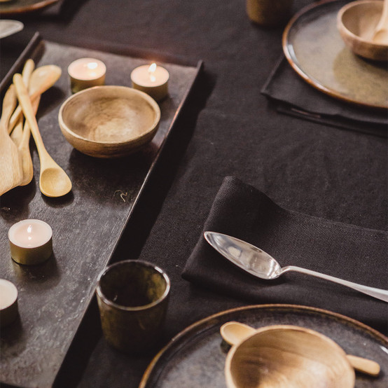 Polylin Washed Table Runner in Sulfur Black