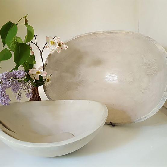 Oval Bowl in White Pearl 9 in