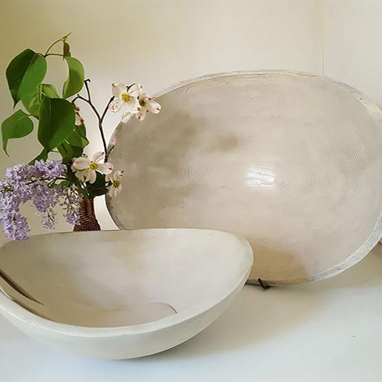 Oval Bowl in White Pearl 18 in