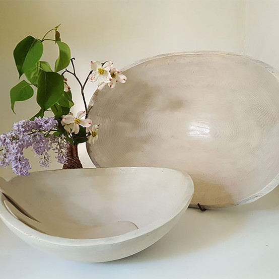 Oval Bowl in White Pearl 21 in