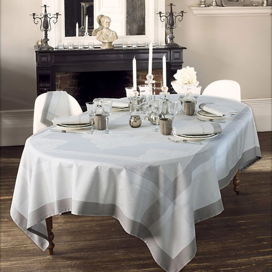Pompadour Green Sweet Tablecloth in Grege