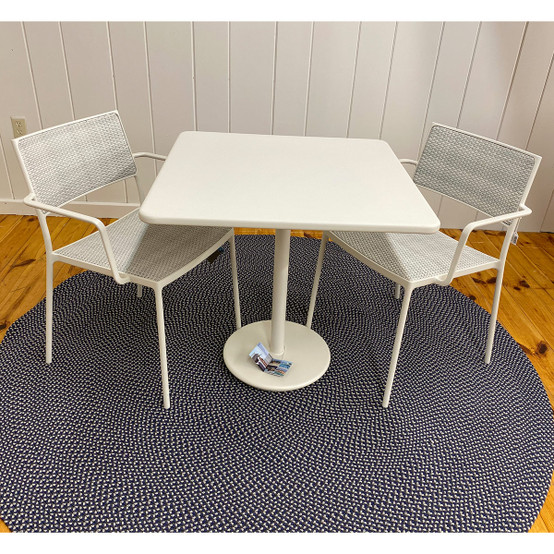 Go Table and Less Chairs in White