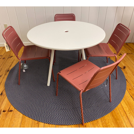 Area Table and Copenhagen Chairs in Marsala