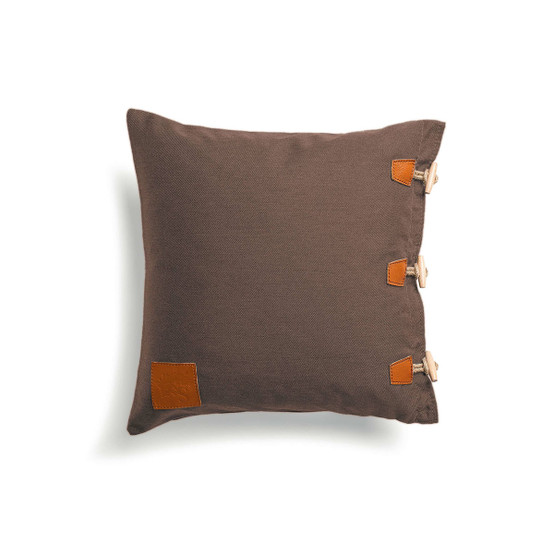 Hemse Pillow in Brown