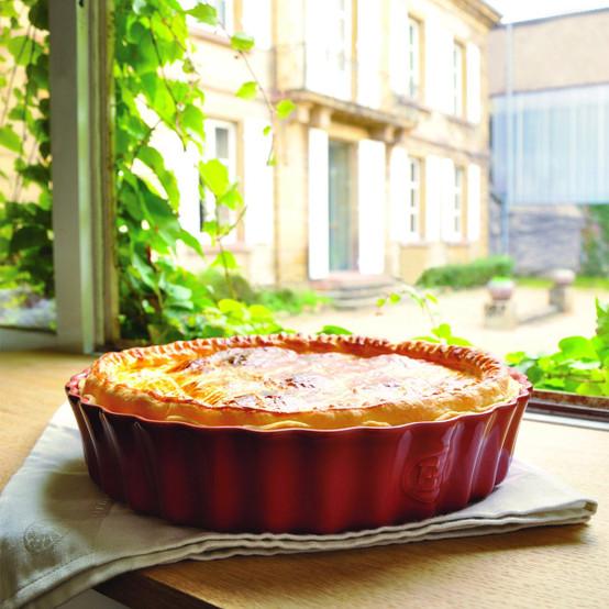 Deep Round Tart Dish in Burgundy