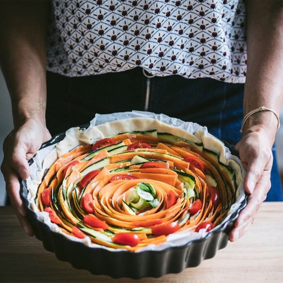Deep Round Tart Dish in Charcoal