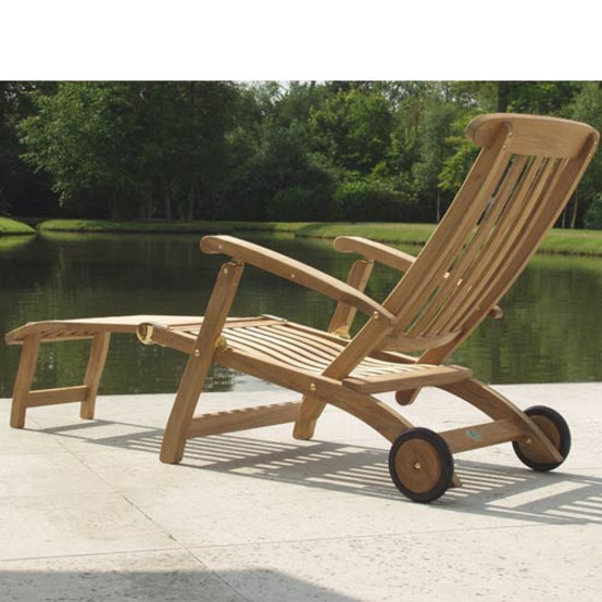 """Commodore Steamer With Wheels, 26"""" Footrest"""