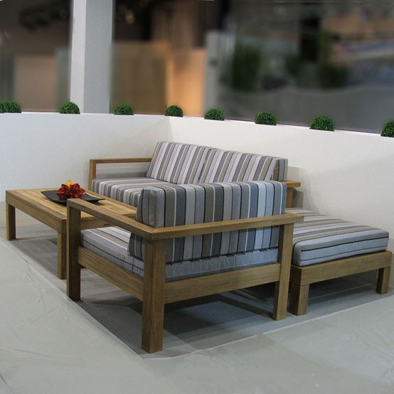 Linear Deep Seating Ottoman with Cushion