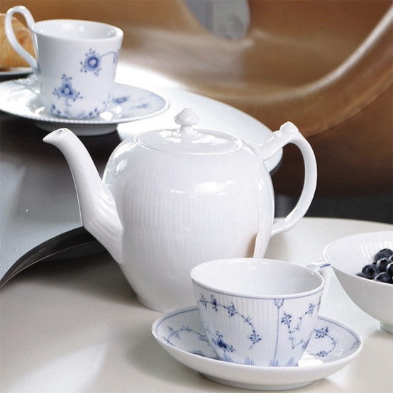 White Fluted Teapot 34 oz